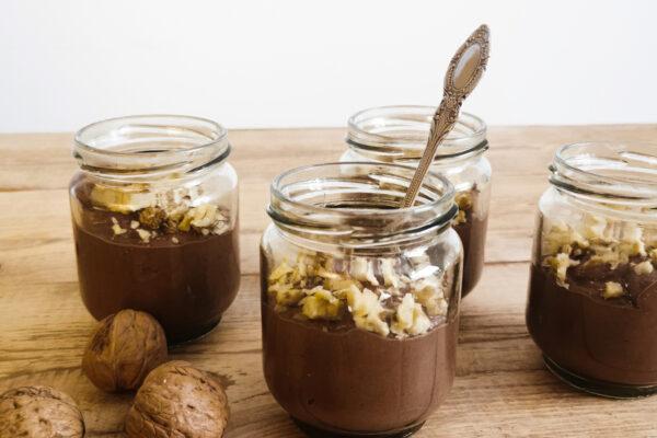 Deser czekoladowy z fasoli i orzechami