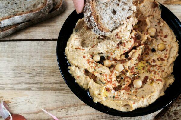 Hummus z suszonymi pomidorami – prosty przepis!