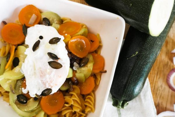 Makaron z soczewicy przepis z warzywami